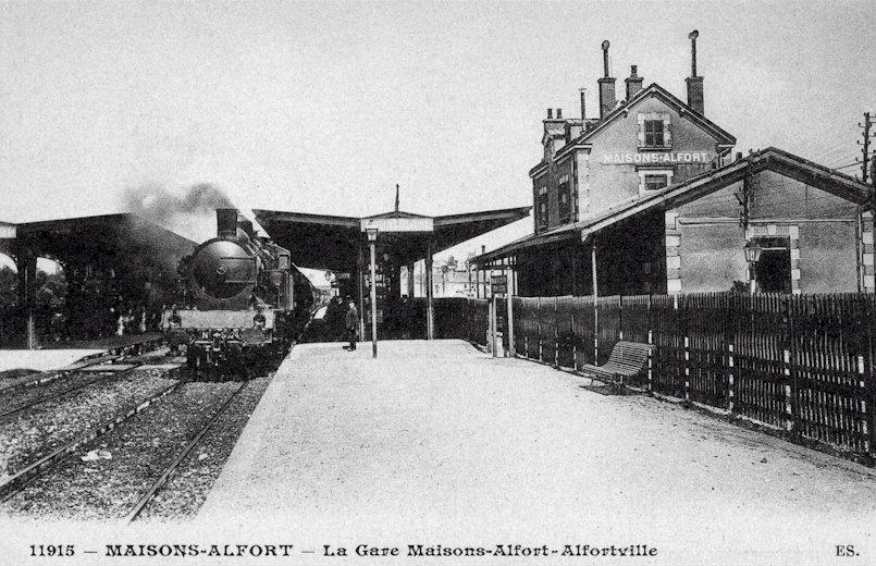 Attente à la gare de Maisons-Alfort / Alfortville
