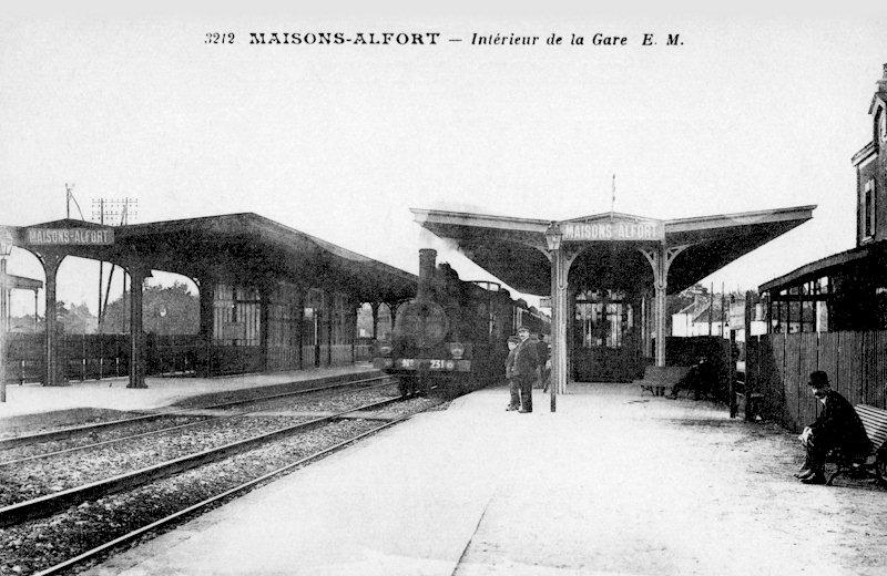 Attente à la gare de Maisons-Alfort