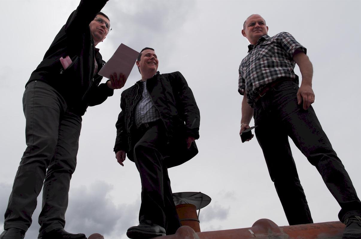 A Mendes Charie-Marsaines Pimpanini sur le toit